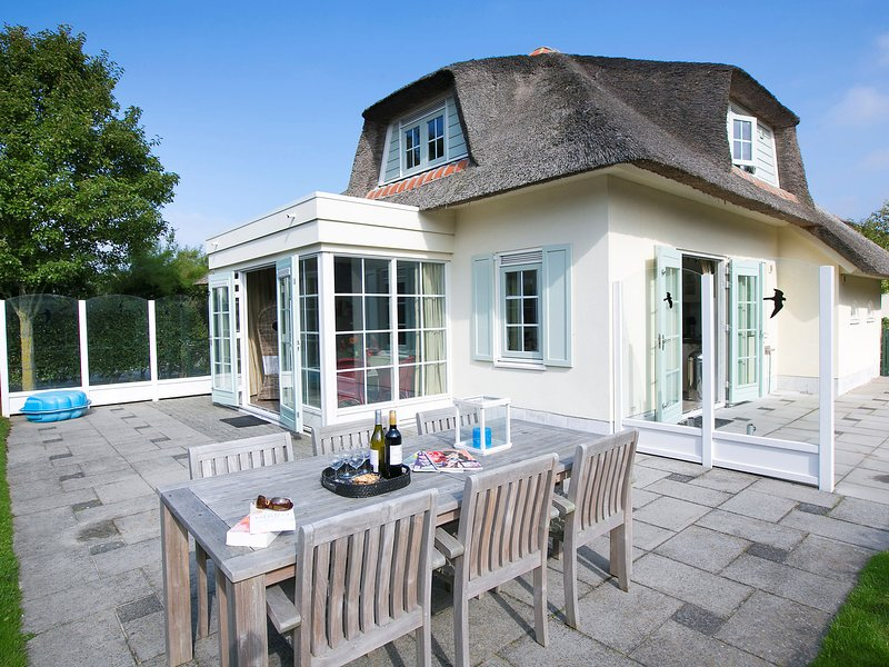 Thatched villa with dishwasher, sea at 1 km. in Domburg, location de vacances à Domburg