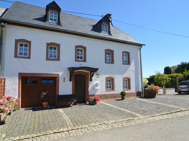 Authentic holiday home in natural beauty near Luxembourg, Bitburg and Trier, holiday rental in Echternacherbrueck