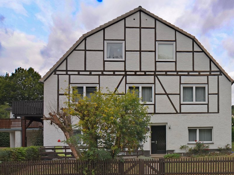 Cozy Apartment in Marsberg Sauerland with Lawn, holiday rental in Helminghausen