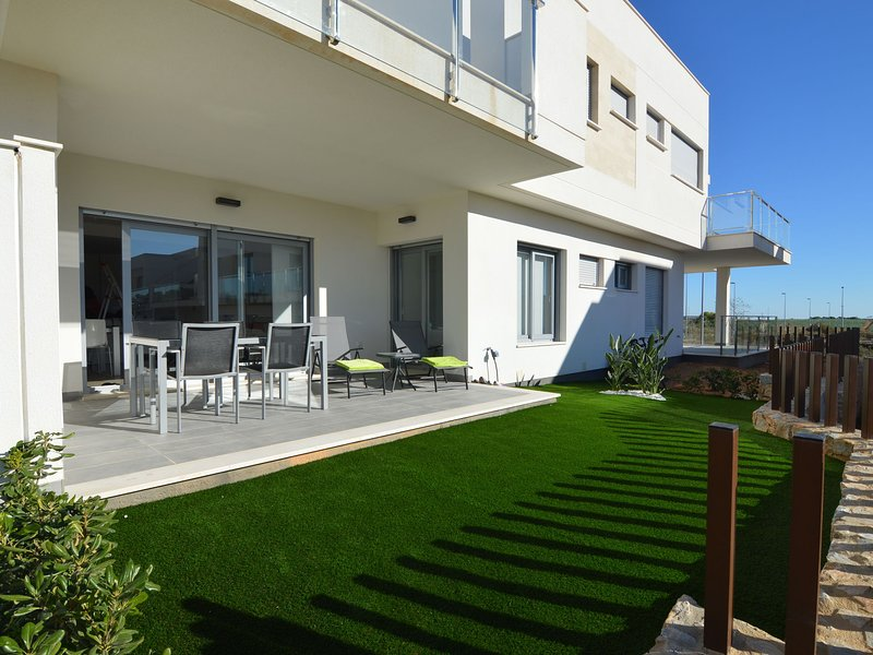 Modern house with garden and large shared swimming pool in Vistabella Golf, holiday rental in Algorfa
