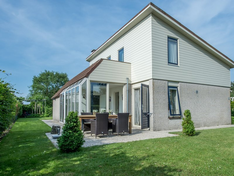 Spacious detached holiday home for 6 people with a SAUNA and 2 bathrooms, holiday rental in Wissenkerke