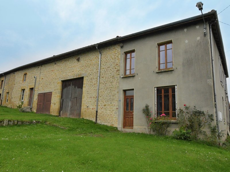 Vintage Holiday Home with Private Garden in Nouart, vacation rental in Nouart