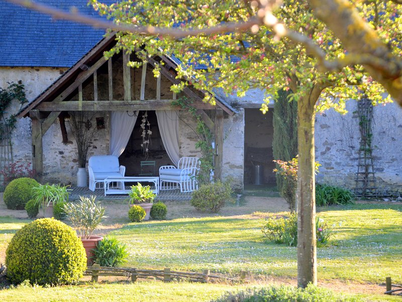 Quaint Holiday Home in Loire France with Garden, vacation rental in Chateauneuf-sur-Sarthe