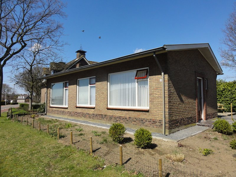 Quaint Holiday Home in Koewacht with Private Garden, vacation rental in Lokeren