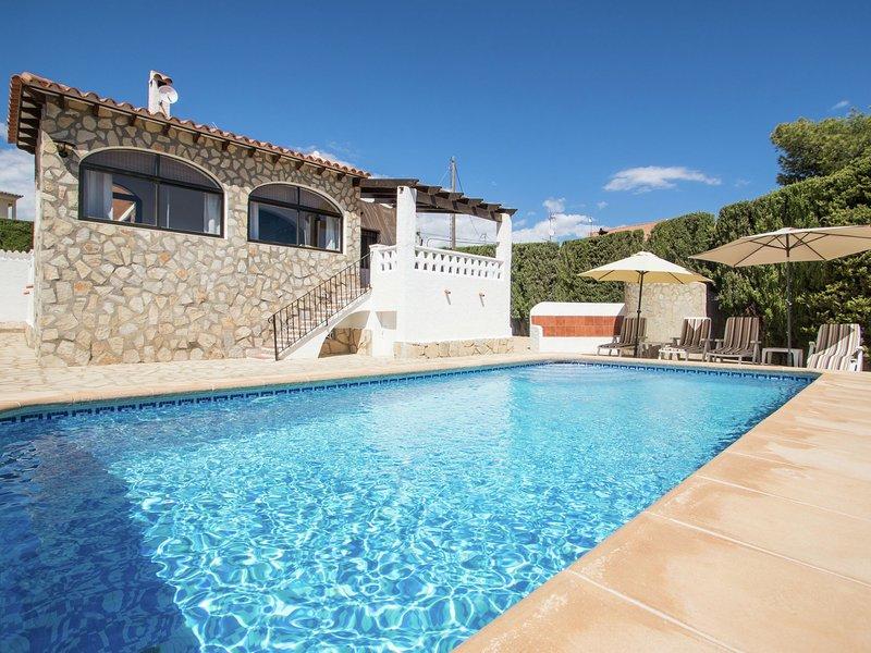 Serene Villa in Calpe with Private Swimming Pool, holiday rental in La Llobella