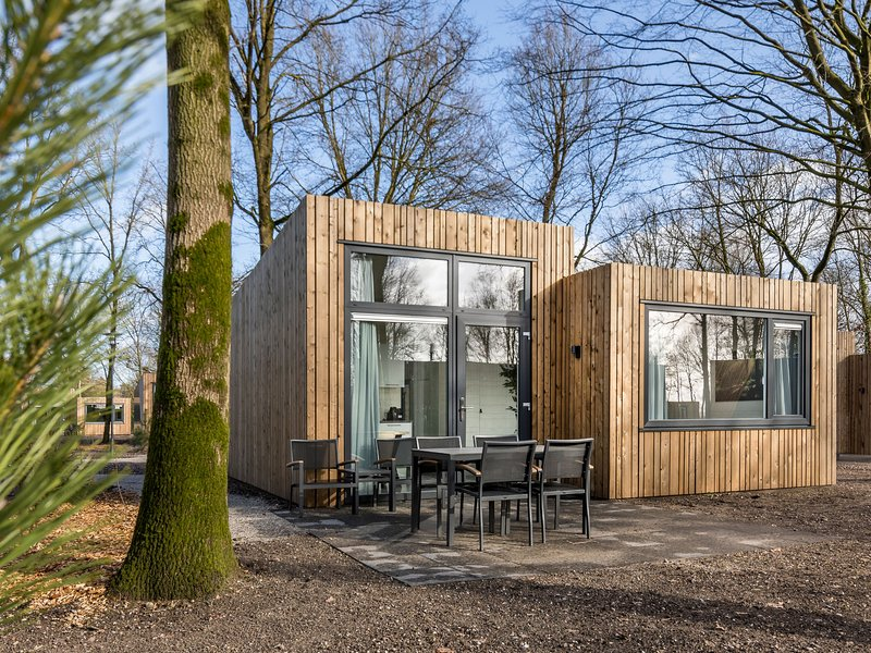 Modern lodge with combi-microwave within green surroundings, holiday rental in Nijmegen
