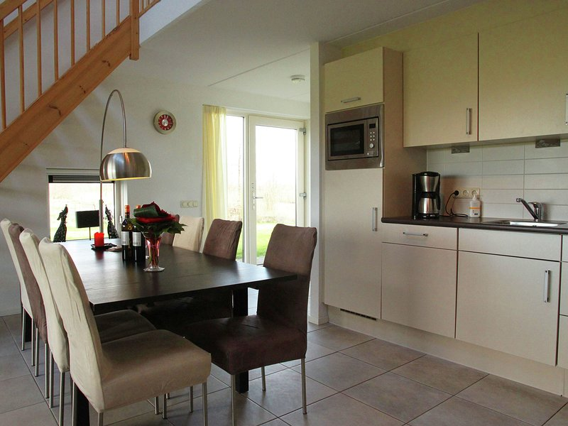 Elegant Holiday Home with Sauna in Langweer, Ferienwohnung in Idskenhuizen