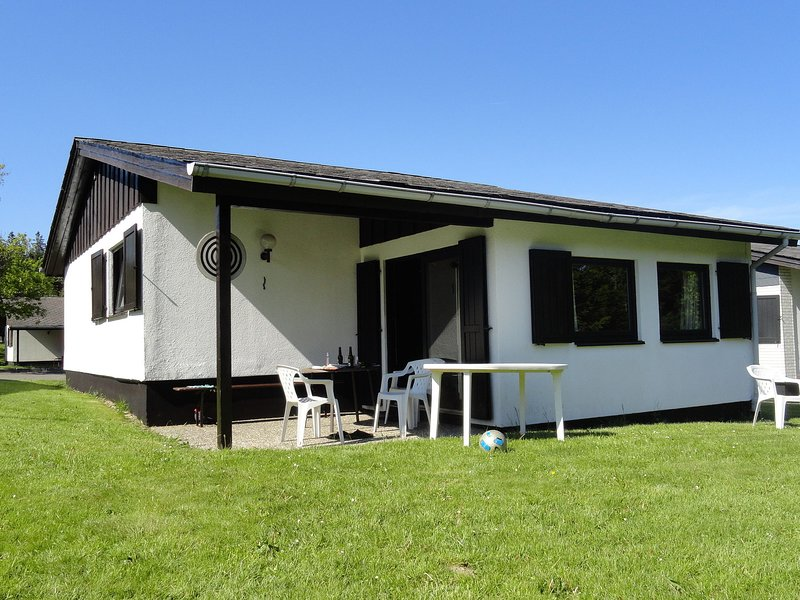 Detached holiday home in Willingen-Usseln with covered terrace, casa vacanza a Eimelrod