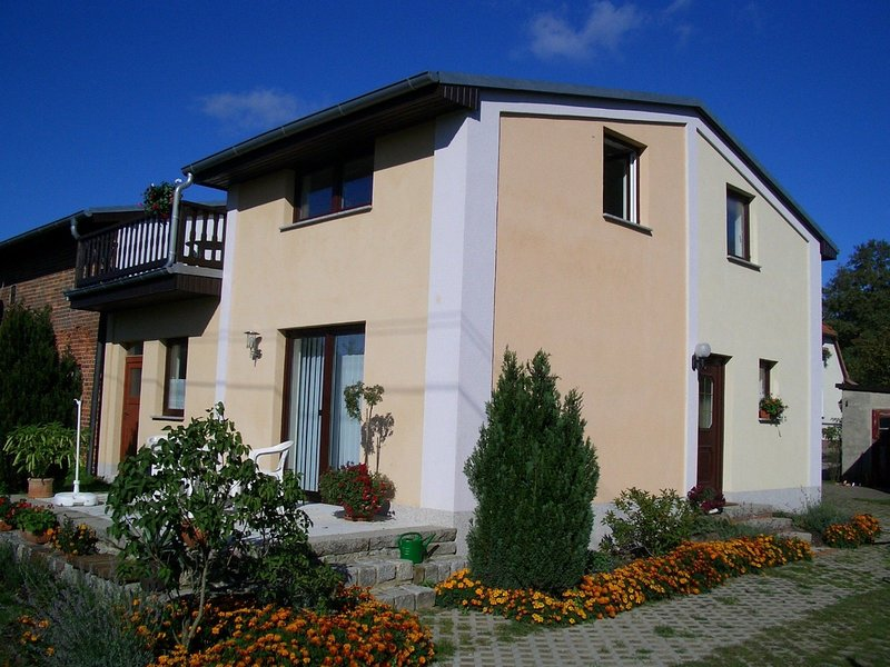 Peaceful Apartment with Garden in Brusow, holiday rental in Kroepelin