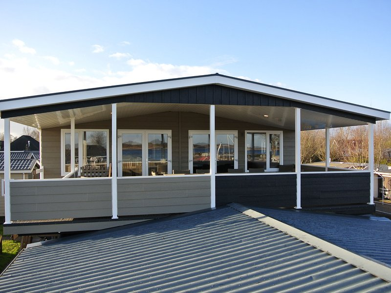 Modern holidayhome with electric sloop, 2.5km from Giethoorn, alquiler vacacional en Hasselt