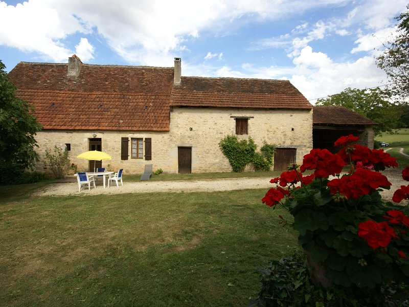 Holiday farm close to Berbiguières (2 km) in the peace and quiet of the lovely, vacation rental in Berbiguieres