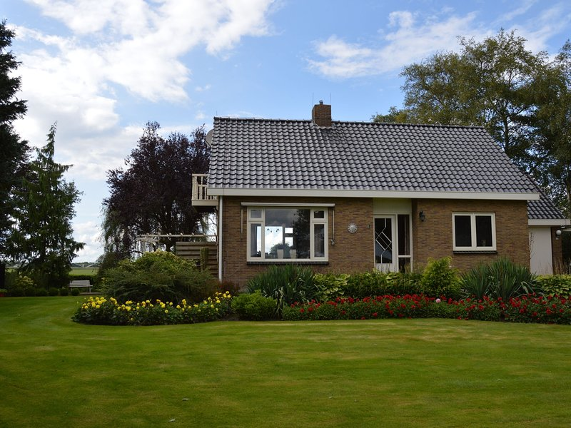 Cozy Holiday Home in Mantinge with Private Garden, holiday rental in Meppen