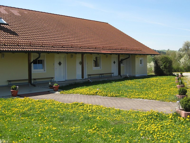 Beautiful apartment in Lower Bavaria on a farm in a rural location, vacation rental in Eggenfelden