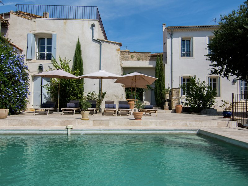 Traditional Villa In Campagnan with  Swimming Pool, location de vacances à Le Pouget