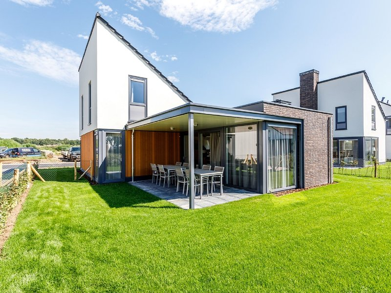 Spacious, modern and child-friendly villa in Limburg, holiday rental in Heythuysen