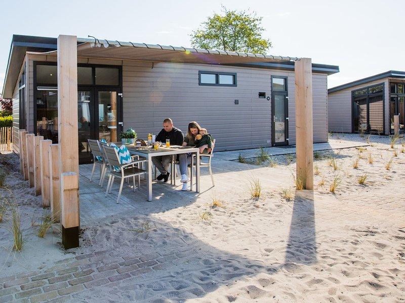 Modern chalet with dishwasher in Noordwijk, sea at 3 km. – semesterbostad i Noordwijkerhout