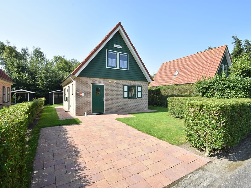 Holiday home in the village of Zonnemarie, nearby kids' beach, holiday rental in Brouwershaven