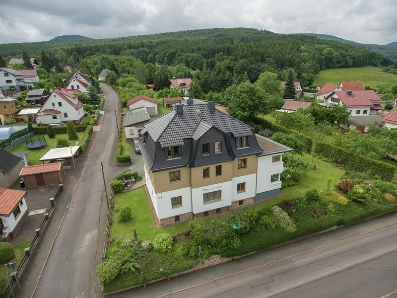Bright and modern apartment in Thuringia with a private entrance, casa vacanza a Hoerselberg-Hainich