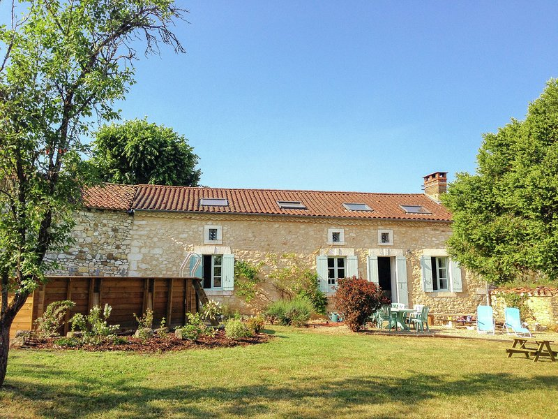 Peaceful Holiday Home in Thiviers   with Private Pool, vacation rental in Corgnac-sur-l'Isle