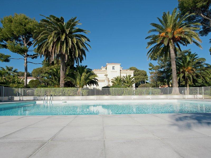 Gorgeous Apartment in Saint-Raphaël with Pool, Ferienwohnung in Boulouris