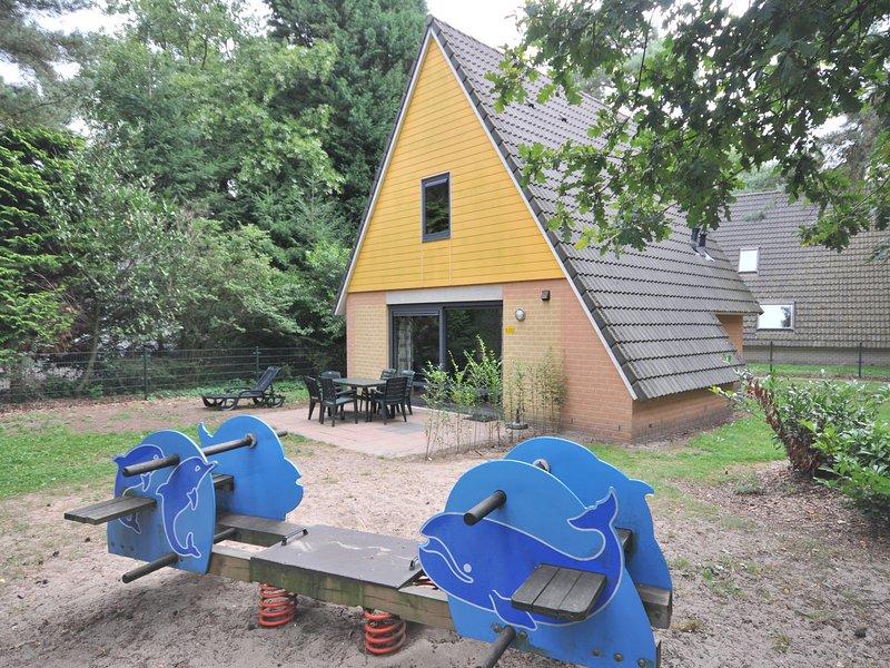 Comfortable bungalow with whirlpool near the Vrachelse Heide, Ferienwohnung in Prinsenbeek