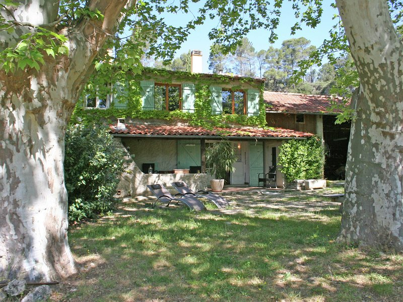 Provencal gite with swimming pool in a unique spot in a breathtakingly beautiful, holiday rental in Barjols