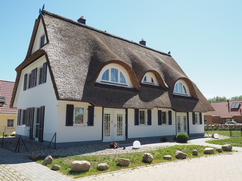 Modern Detached Holiday Home in Rerik with Sauna, holiday rental in Wendelstorf