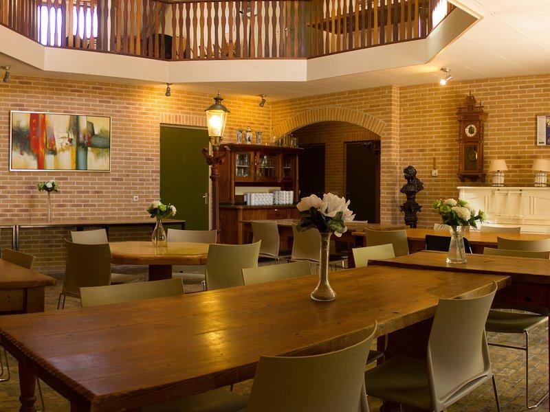 Luxury Mansion near Sea in Pingjum, vacation rental in Makkum
