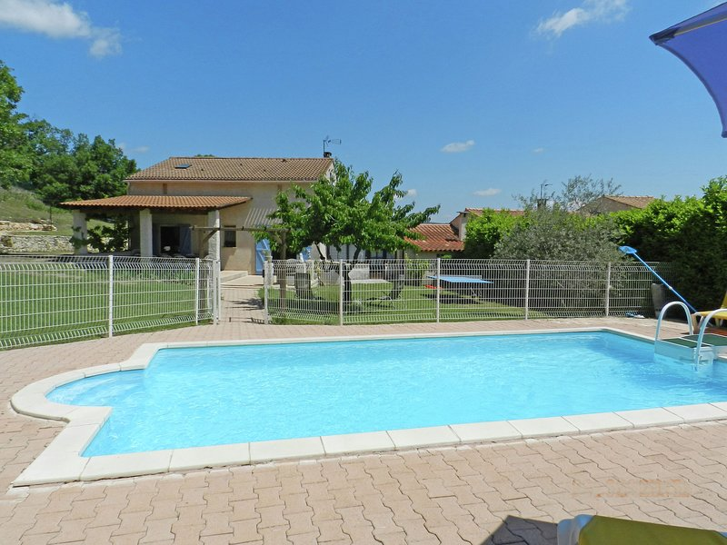 Welcoming Holiday Home with Private Pool in Cereste, vacation rental in Oppedette