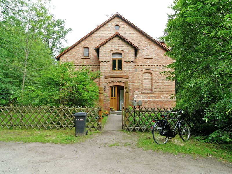 Modern apartment in a forester's house in the middle of the forest in Fürstenwa, holiday rental in Erkner