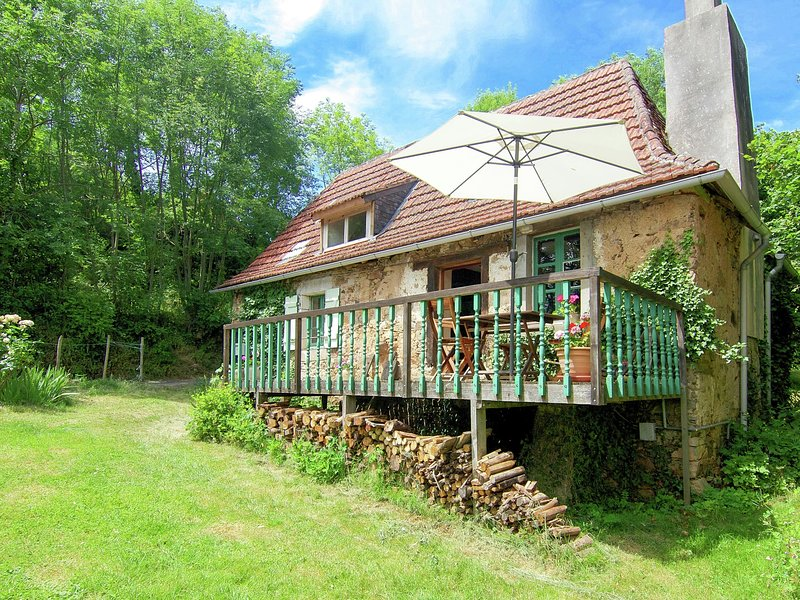 Quaint Cottage in Juillac with private garden, vacation rental in Juillac