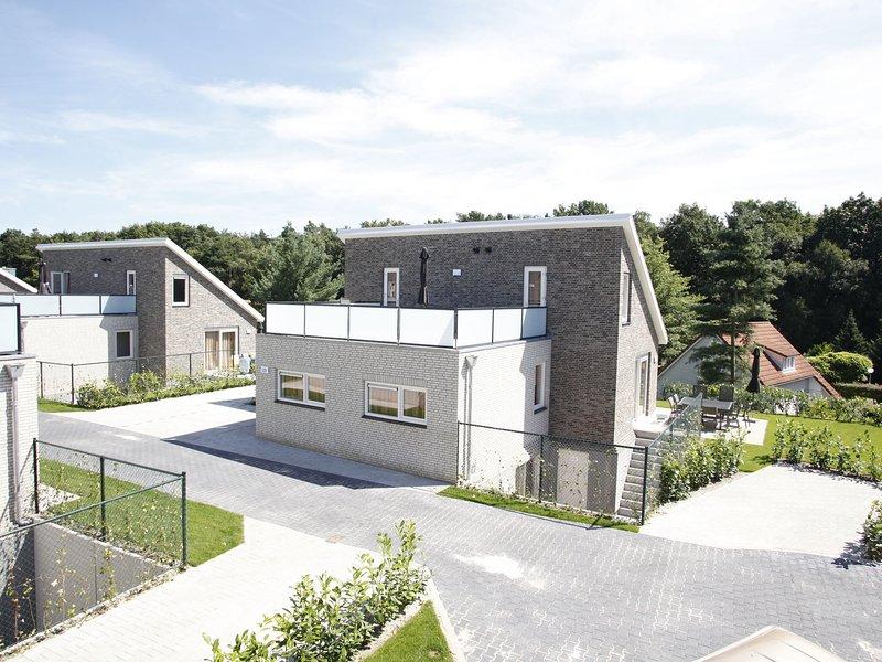 Luxurious villa with indoor swimming pool and sun shower, casa vacanza a Kerken