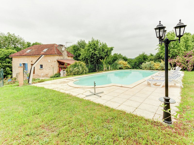 Serene Holiday Home in Besse with Swimming Pool, alquiler vacacional en Villefranche-du-Perigord