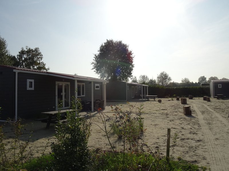 Well-furnished chalet near the Loonse and Drunense Duinen, vacation rental in Vlijmen