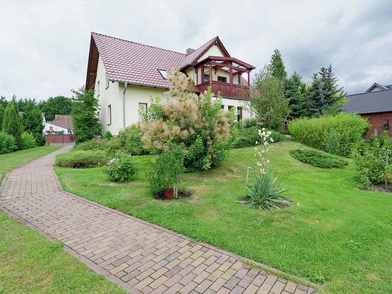 Dreamy apartment with garden and balcony in the Spreewald, aluguéis de temporada em Altdoebern