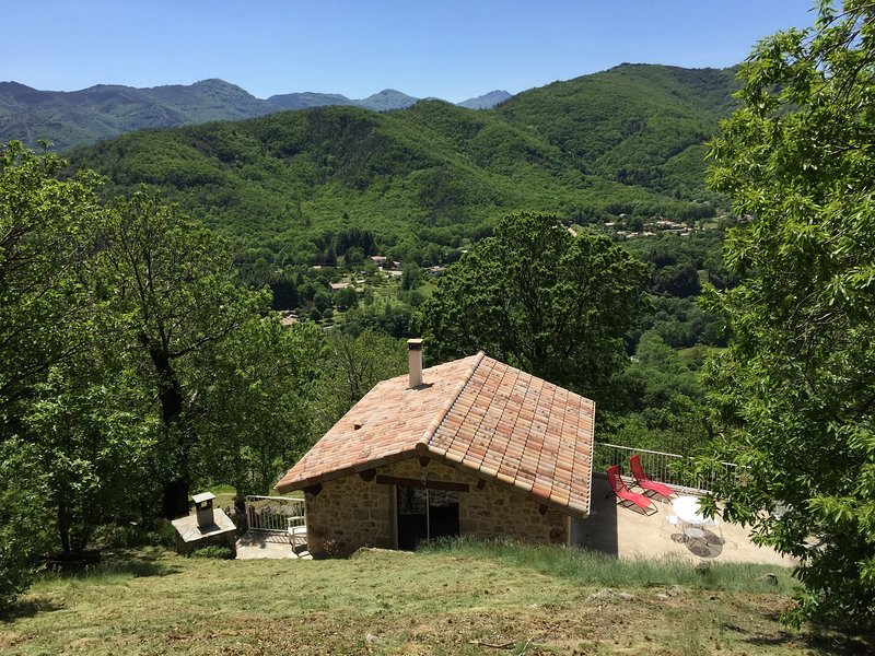 Stunning, detached holiday home on a hill with phenomenal views, holiday rental in Burzet
