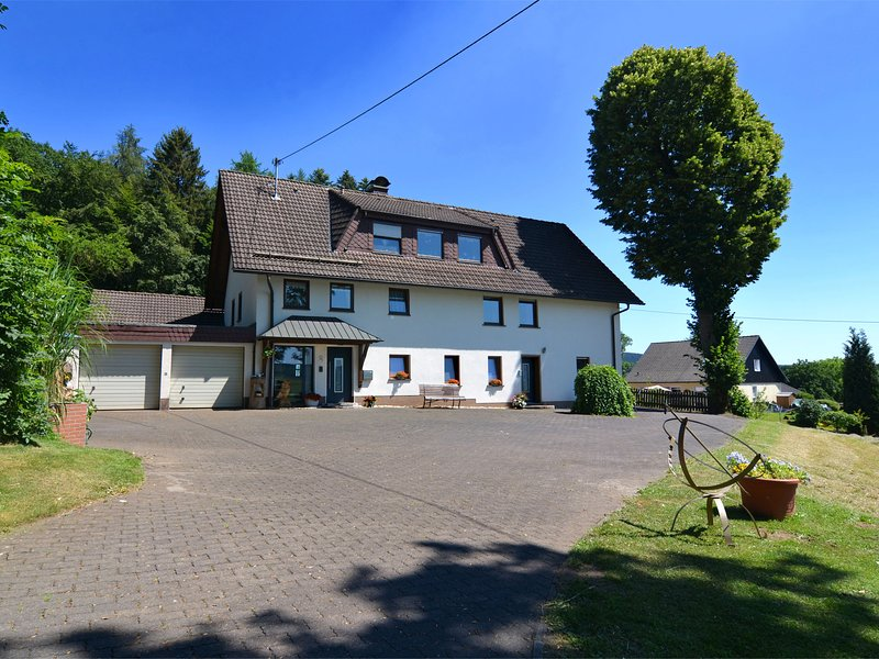 Heritage Holiday Home in Rahrbach Sauerland with garden – semesterbostad i Attendorn