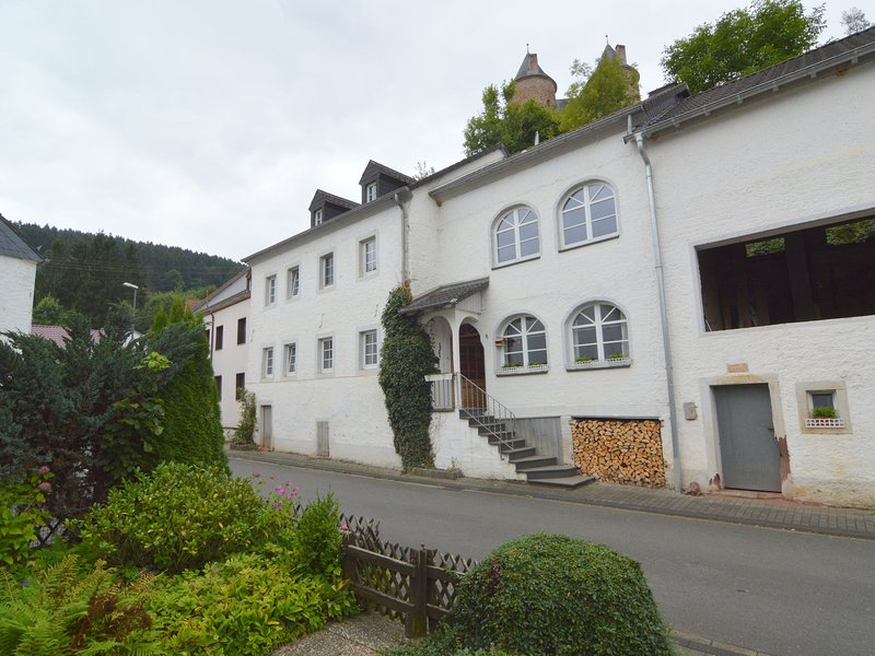 Very comfortable house with two bathrooms and a garden, holiday rental in Densborn