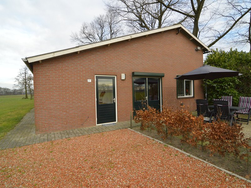 Cozy Holiday Home near the Forest in Aalten, vacation rental in Megchelen