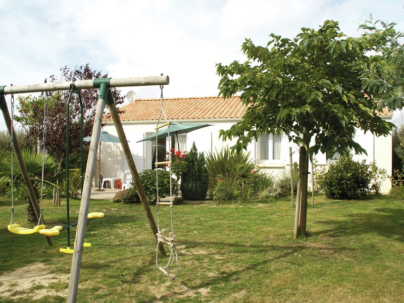 Quiet Holiday Home in Loire by the Sea, vacation rental in Bourgenay