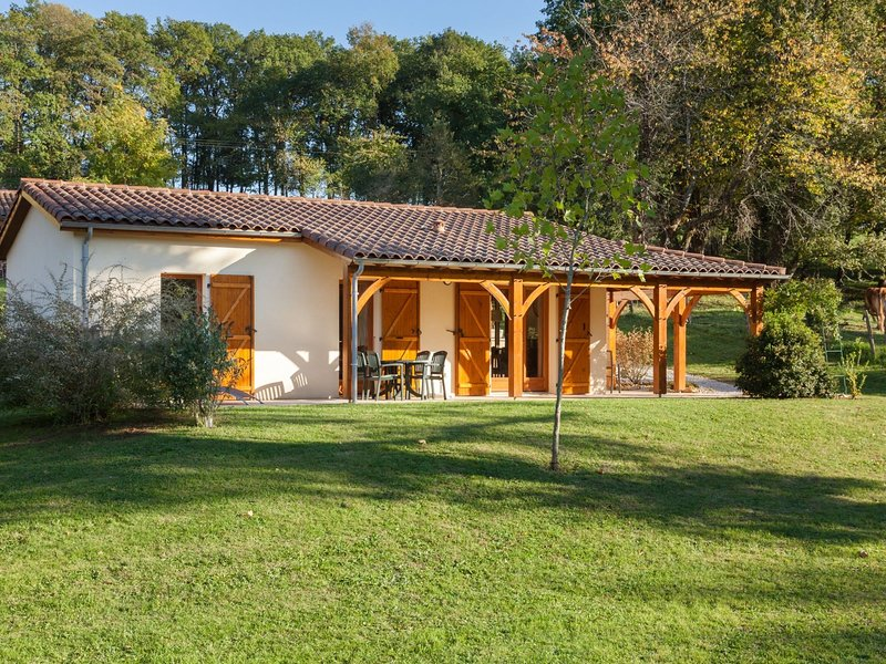 Charming house with a covered terrace near Gourdon, vacation rental in Gourdon