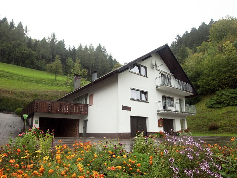 Modern Apartment in Bad Peterstal-Griesbach with Vineyards, vakantiewoning in Durbach
