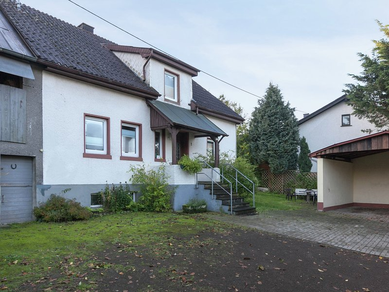 Farmhouse from the 18th century, located in the volcanic Eifel., holiday rental in Udler