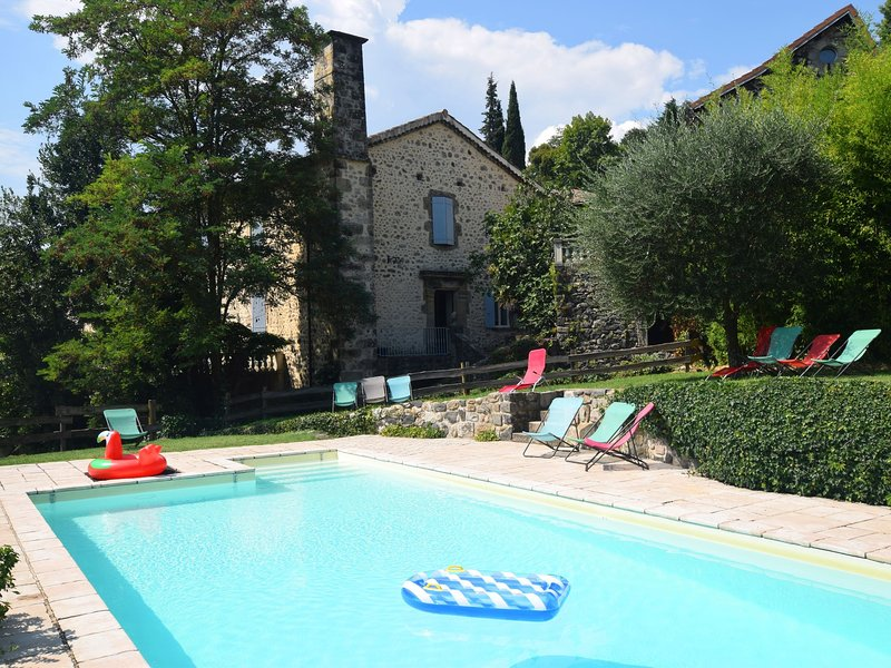 Peaceful Holday Home in Ardèche with a Swimming Pool, holiday rental in Prades