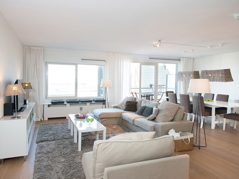 Modern Apartment In The Hague With Marina Views, location de vacances à 's-Gravenzande