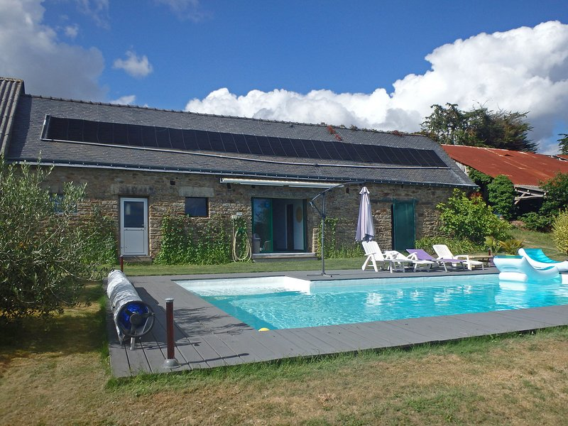 Spacious Holiday Home with Garden in Querrien France, vacation rental in Guilligomarc'h