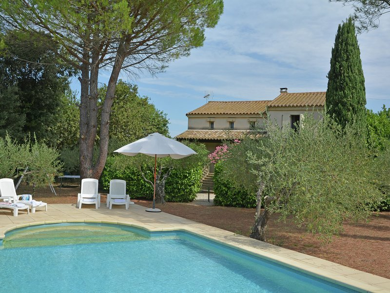 Cosy Villa in Flaux with Swimming Pool, holiday rental in Valliguieres