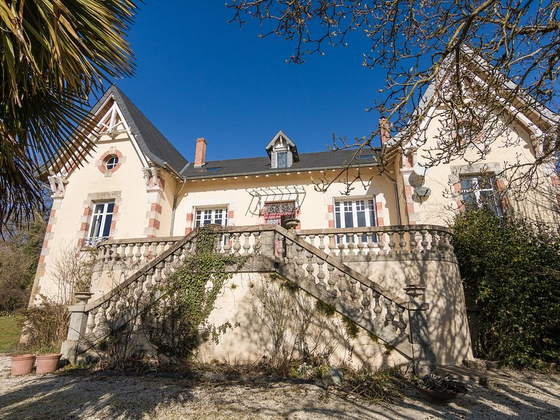 Beautiful Mansion with Private Pool in Aquitaine, vacation rental in Segur-le-Chateau