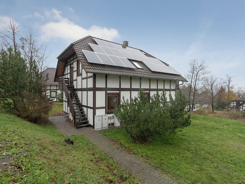 Half-timbered house in Kellerwald National Park with a fantastic view, location de vacances à Hemfurth-Edersee