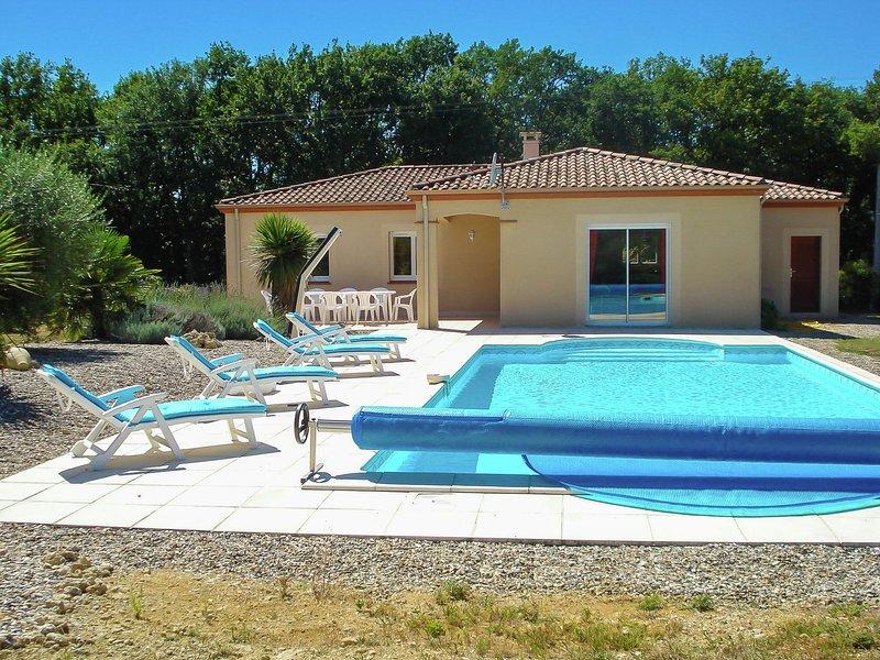 Detached villa in a beautiful area, location de vacances à Lusignan Petit